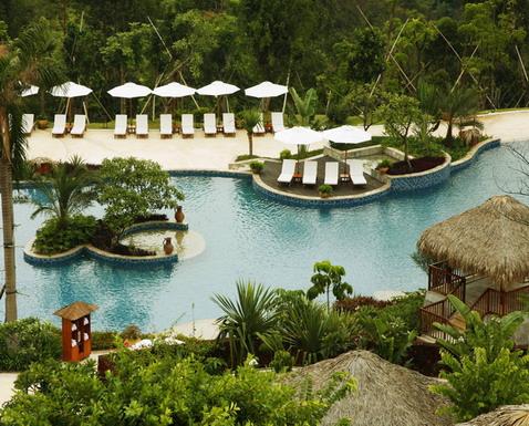 巴厘式别墅:酒店的10间巴厘岛风格的庭院式别墅度假屋,白天清风和煦